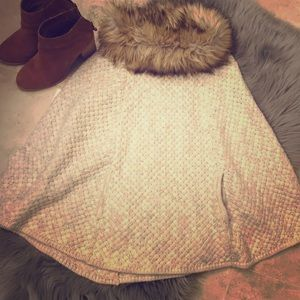 Shawl with fur collar and pockets